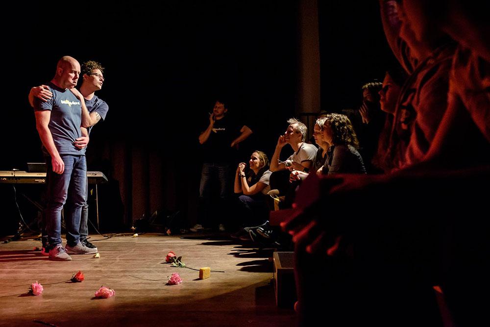 Theatersportwedstrijd in de theaterzaal