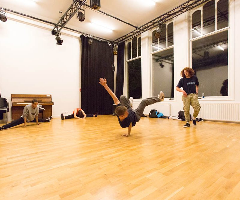 Dansers in de Kleine studio