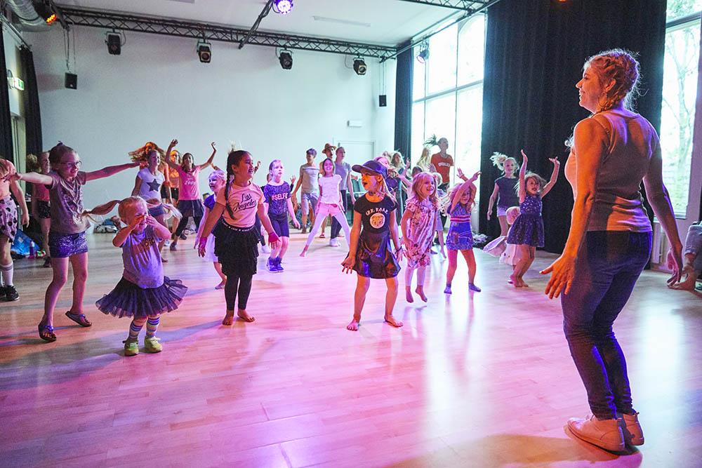 Streetdance les voor kinderen in studio oost