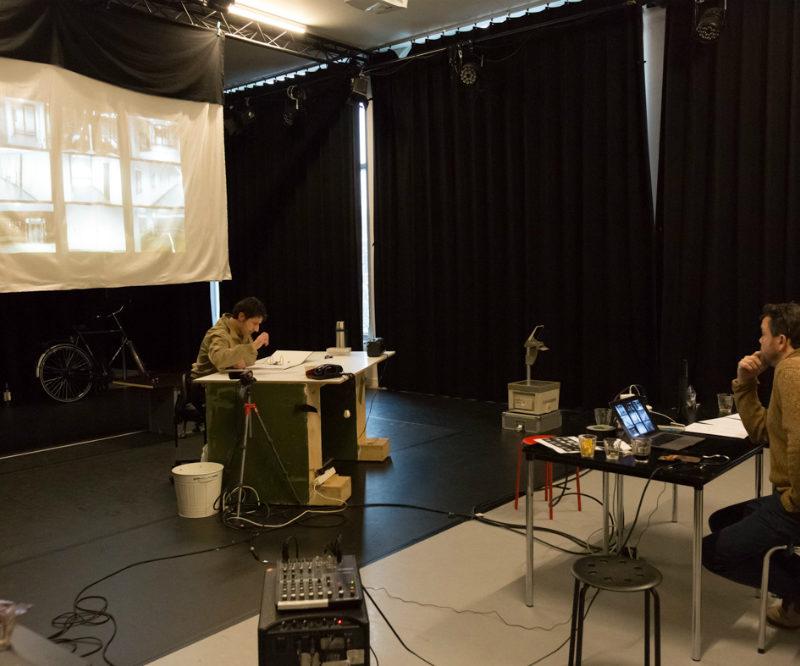 Repetitie van vaste bewoner Het Filiaal theatermakers in studio west