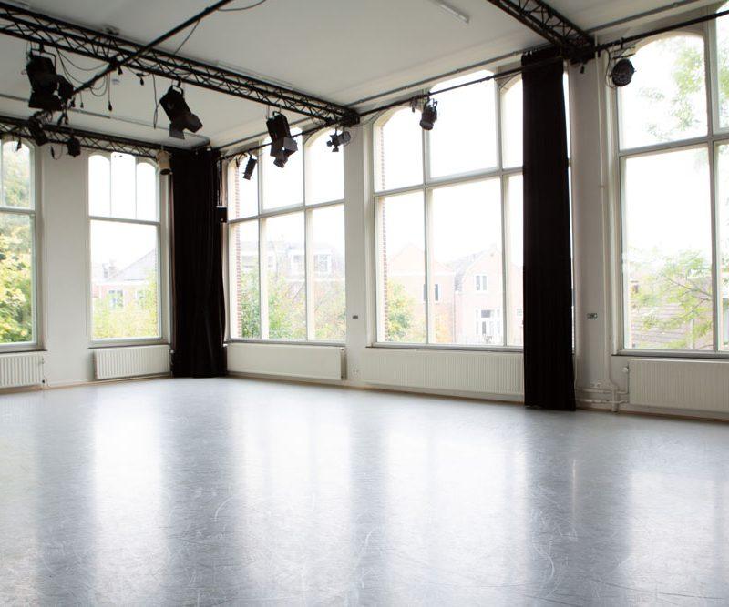 Studio west leeg met grote ramen