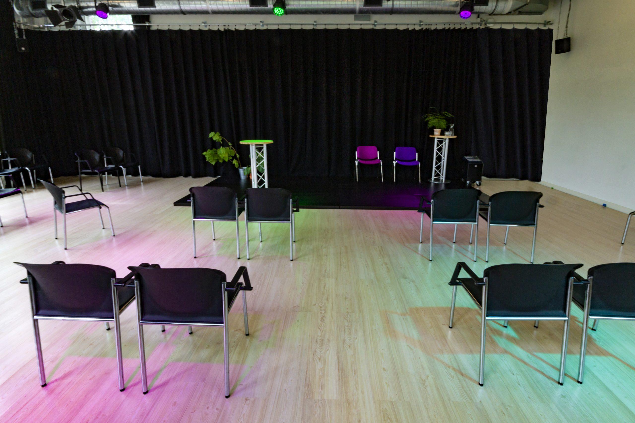 studio oost in theateropstelling op 1,5 meter